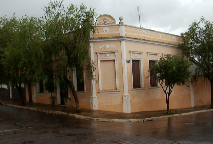 Morador conta que preservou detalhes da arquitetura da casa (Foto: Reprodução / TV TEM)