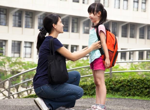 escola; mae; filha (Foto: Thinkstock)