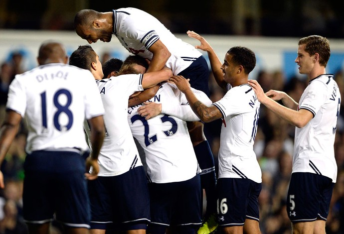Sigurdsson comemora gol do Tottenham contra o Hull City (Foto: Agência Reuters)