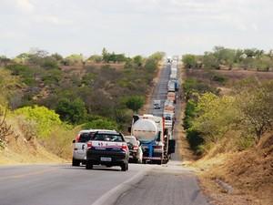 Congestionamento foi causado na rodovia após acidente na Bahia (Foto: Raimundo Mascarenhas/Calila Noticias)