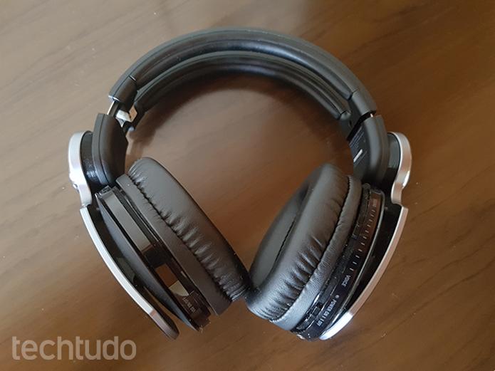 Fones Bluetooth ou com fios têm vantagens e desvantagens (Foto: Filipe Garrett/TechTudo)