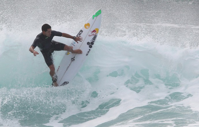 Adriano de Souza Mineirinho treino Pipeline surfe (Foto: Marcio Fernandes/Estadão)