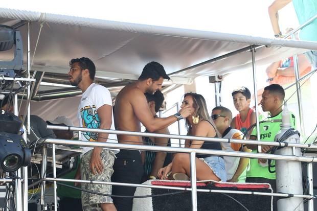 Nicole Bahls curte trio elétrico no carnaval de Salvador (Foto: Fabio Moreno/Agnews)
