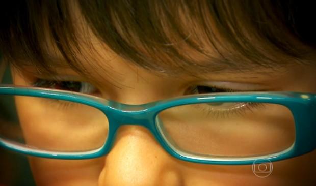 Crianças que brincam ao ar livre podem ter menos riscos de desenvolver miopia, segundo estudo realizado na China  (Foto: Reprodução/TV Globo)
