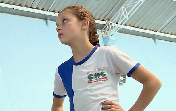 Clara Mazur, de apenas 8 anos, é a caçulinha da equipe de Ouro Fino (Foto: Reprodução EPTV)