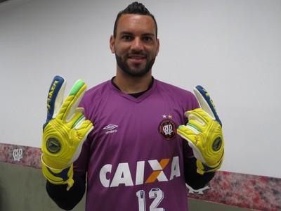 Goleiro Weverton Atlético-PR (Foto: Fernando Freire)