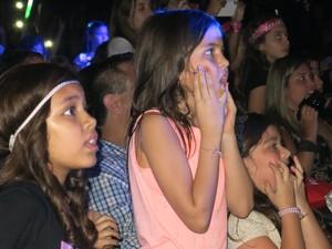 Crianças assistem ao Show das Poderosinhas com Anitta (Foto: Isabela Marinho/G1)