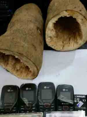 Agentes encontram inhame recheado de celulares em presídio de PE (Foto: Seres/Divulgação)