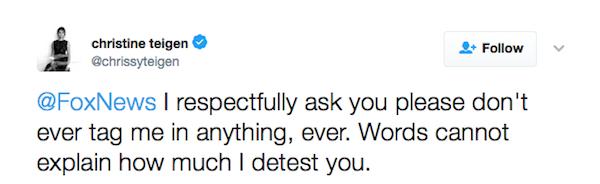 A mensagem da modelo Chrissy Teigen ao perfil do canal de TV Fox News (Foto: Twitter)