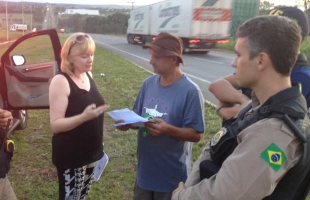 Caminhoneiros liberam o tráfego na BR-153 após 12h de protesto em Aparecida de Goiânia, Goiás (Foto: Sílvio Túlio/G1)