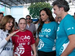 Alexandre Borges, Solange Couto e Isabela Garcia recebem orientação (Foto: Divulgação/Eduardo Tchelo)