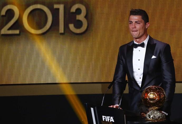 Cristiano Ronaldo, bola de ouro da FIFA (Foto: Reuters)