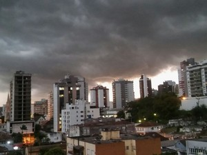 Temporal iniciou no final da tarde desta quarta-feira (Foto: Verônica Romagnoli/Arquivo Pessoal)