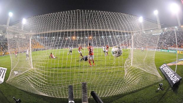 Paulinho gol Corinthians (Foto: Marcos Ribolli / Globoesporte.com)