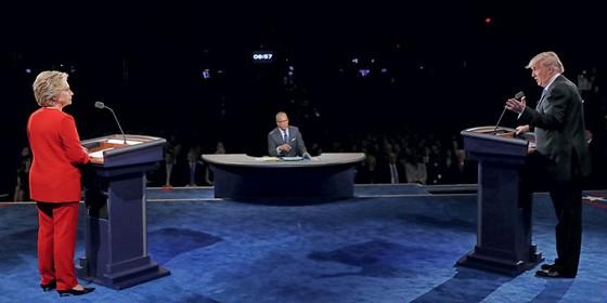 Hillary Clinton candidata á presidência dos Estados Unidos e Donald Trump no debate (Foto: JOE RAEDLE/AFP)