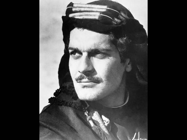 Omar Sharif em 'Lawrence da Arábia', filme de 1962. Ele foi o primeiro ator árabe a ganhar fama internacional, com uma indicação ao Oscar de melhor ator coadjuvante por seu papel no filme (Foto: KPA/Picture Alliance/AFP/Arquivo)