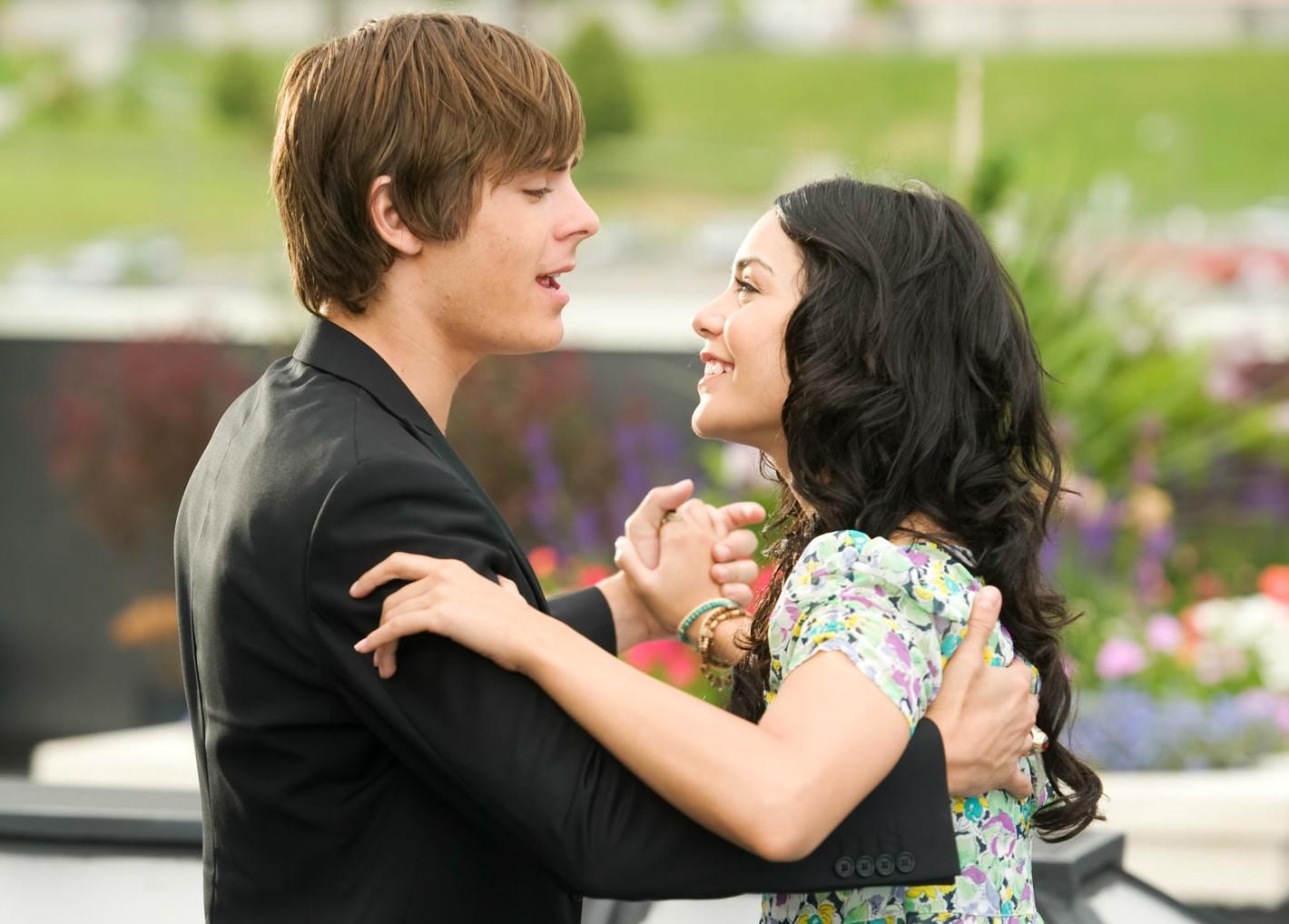 """Zac Efron e Vanessa Hudgens começaram o namoro junto com a """"saga"""" 'High School Musical', em 2006, e foram além: a série cinematográfica foi até 2008; os dois, até 2010. (Foto: Reprodução)"""
