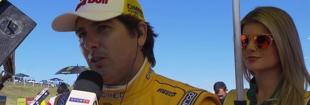 """Cacá Bueno faz homenagem a Ayrton  Senna na Stock Car: """"Meu grande ídolo"""""""