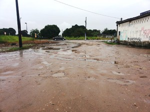 Problemas em rua de Praia Grande, SP (Foto: Diego Silveira/ VC no G1)
