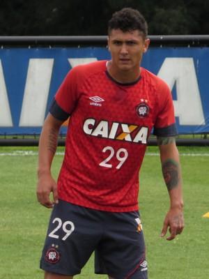 Meia Vinícius Atlético-PR (Foto: Fernando Freire)