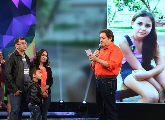 Família se emociona ao conhecer beneficiados por doação (Foto: Carol Caminha)