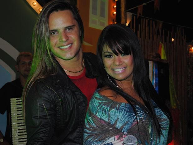 Ex-integrantes do Calcinha Preta fazem show em festa junina (Foto: Malhação / Tv Globo)