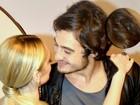 Namorado de Isabelle Drummond justifica uso de grampos nos cabelos