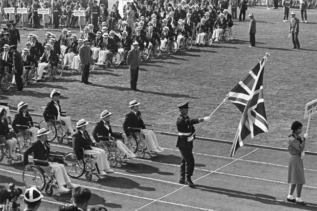 Abertura das Paralimpíadas de Tóquio, em 1964 (Foto: Hulton Archive/Getty Images)