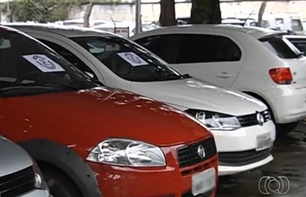 Carros roubados eram vendidos na internet em Goiânia, Goiás (Foto: Reprodução/TV Anhanguera)