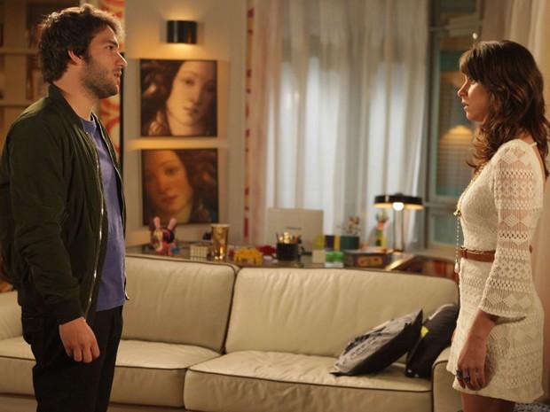 Manu e Davi conversam (Foto: Pedro Curi/TV Globo)