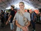 João Guilherme vai ao Lollapalooza e fala sobre vida de solteiro: 'Tranquilo'
