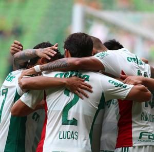 Palmeiras comemora gol  (Foto: Marcos Bezerra/Futura Press/Estadão Conteúdo)