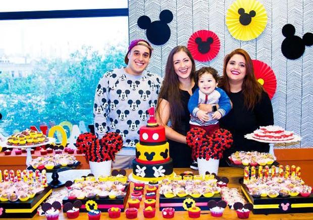 Nana Gouvêa com a filha, Daphynie, e o neto, Noah, e o genro, Rafael Alcantara (Foto: Reprodução/Instagram)
