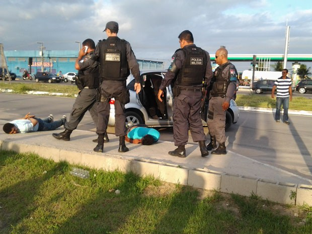 Tentativa de assalto aconteceu à clínica dentária no Centro de Parnamim (Foto: Diogo Alves)
