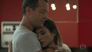 Apolo decide continuar o namoro com Tamara