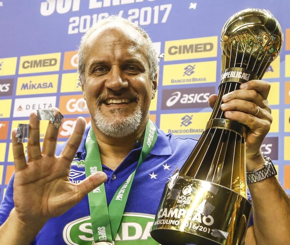 Marcelo Mendez vai continuar no comando do time de vôlei do Cruzeiro (Foto: Wander Roberto/Inovafoto/CBV)