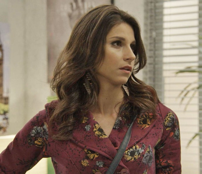 Carmela não acredita que vai disputar o trabalho com a ex-BBB (Foto: TV Globo)