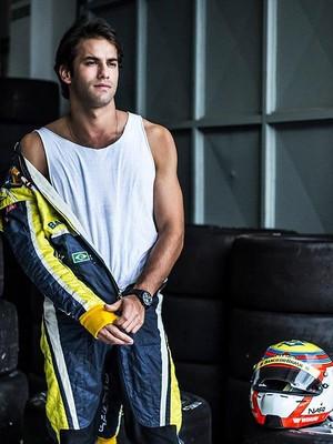 Felipe Nasr, , tem dia de modelo (Foto: Fabiano Cafure)