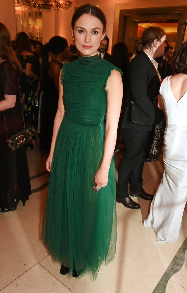 Keira Knightley em premiação em Londres, na Inglaterra (Foto: David M. Benett/ Getty Images)