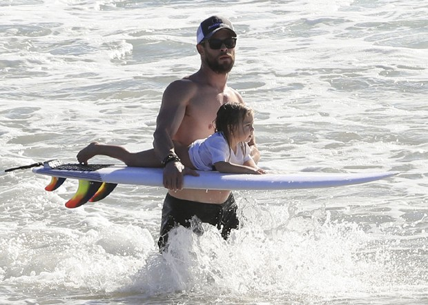 Chris Hemsworth e a filha India (Foto: Grosby Group)
