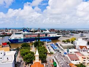 Transatlântico está atracado no Complexo Porto de Itajaí. (Foto: Marcello Sokal/Divulgação)