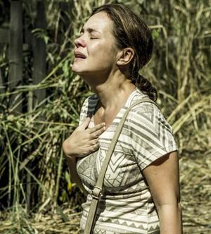 Fátima encontra casa abandonada (Foto: Ellen Soares/Gshow)