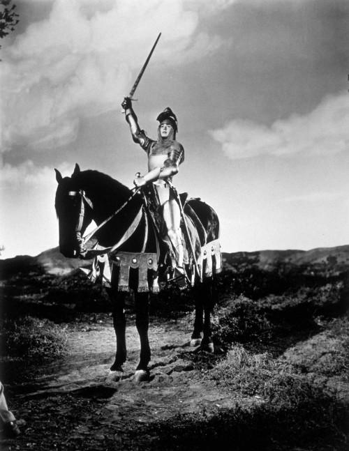 """Foto (Foto: A atriz Ingrid Bergman encarna a Donzela de Orléans no filme """"Joana D'Arc"""" (1948), de Victor Fleming / Divulgação)"""