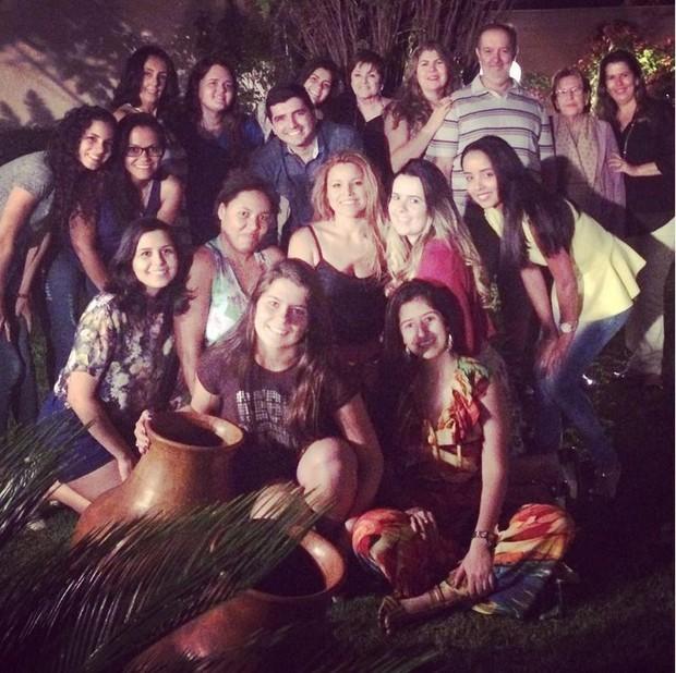 Fantine com fãs em show intimista em Anápolis (Foto: Reprodução/Instagram)