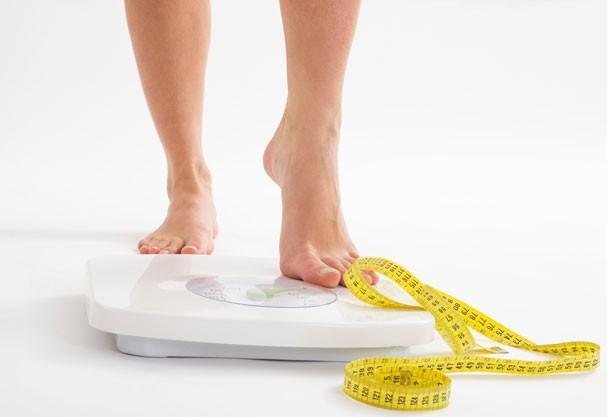 Qual mulher não sonha em ver alguns números a menos na balança? (Foto: Thinkstock)