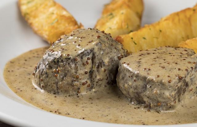 Carne com mostarda e batatas (Foto: Rodrigo Azevedo)