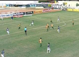 Dênis Marques faz gol do ABC contra Sampaio (Foto: Reprodução/Premiere FC)
