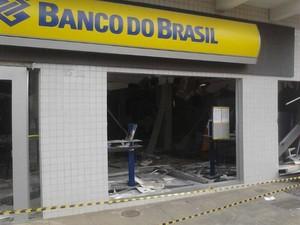 Caixa foi explodido por quadrilha em Araújos (Foto: Vagner Tolendato/Arquivo Pessoal)
