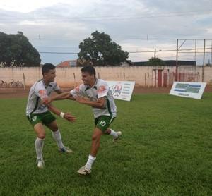 Renatinho comemora gol no estádio Delfinão (Foto: Vilma Nascimento/GloboEsporte.com)