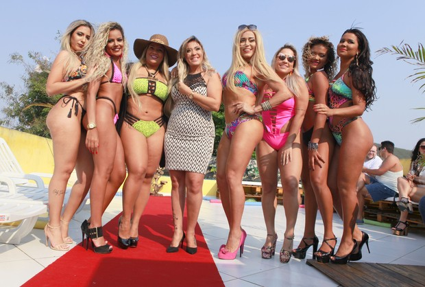 Lohana Gibson, Mc Barbie, Yani Filé, Erika Bronze, Mulher Abacaxi, Camila Rossado, Jéssica Romero, Mariana Rodrigues (Foto: Anderson Barros/ EGO)